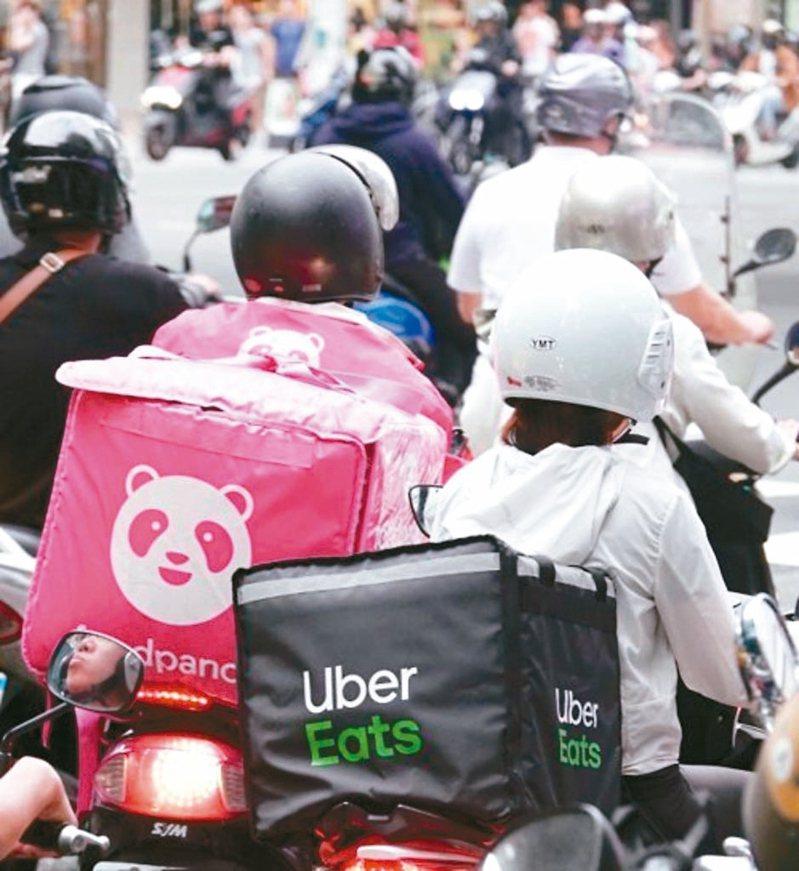 外送員接連發生車禍,勞保、職災受關注。全台第一個專為網路外送員專職的「台北市網路平台外送員職業工會」昨天正式上路。 圖/聯合報系資料照片