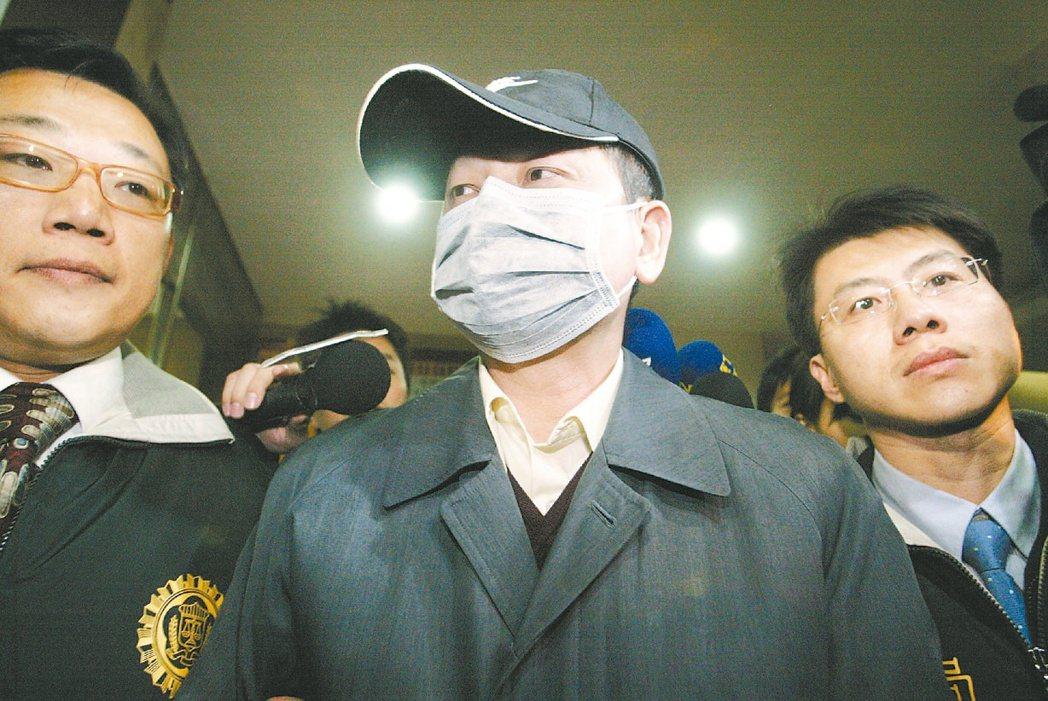 前總統府參事室專門委員王仁炳(中)涉洩府內機密。圖/聯合報系資料照片