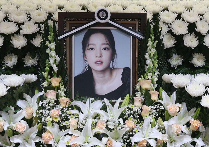 前韓國女團Kara成員具荷拉自殺身亡,圖為她在首爾一間醫院的靈堂。(法新社)