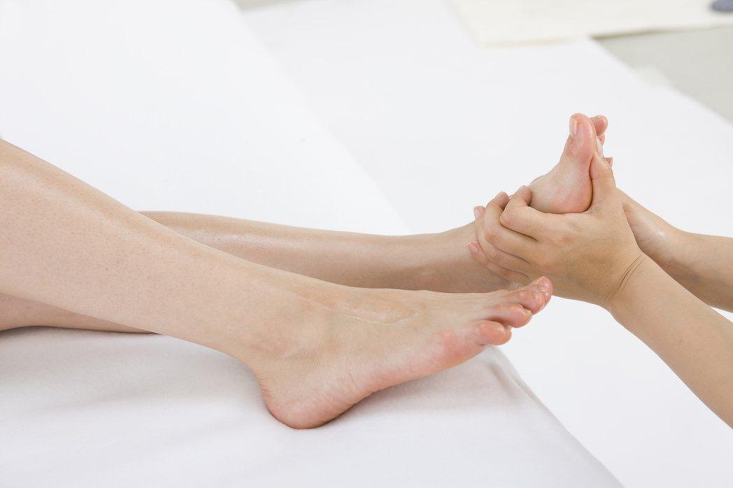 不少人因做腳底按摩,按出足底筋膜炎。圖/ingimage