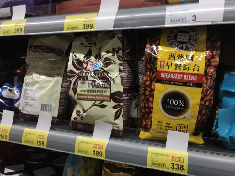 賣場目前販賣的西雅圖早餐綜合咖啡豆還是標示100%阿拉比卡豆。記者余承翰/攝影