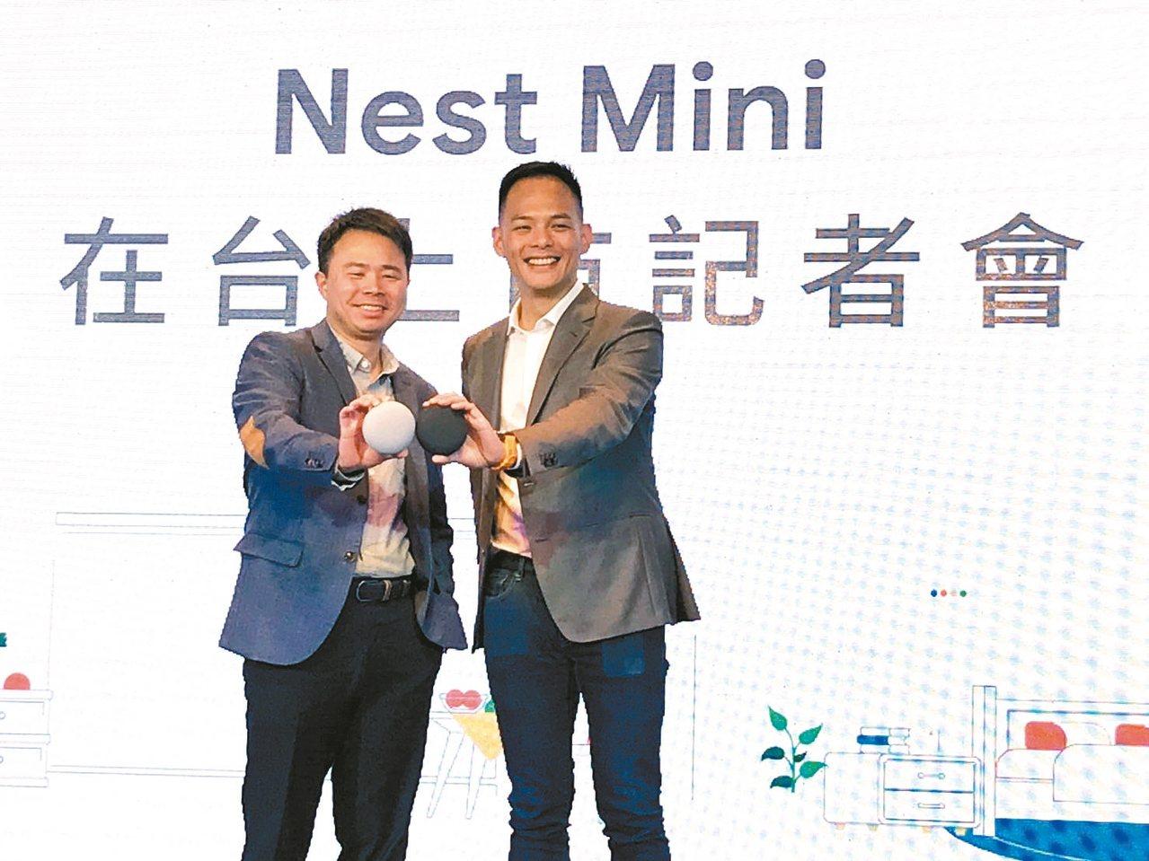 Google Nest台灣研發中心負責人洪福利(左)和台灣大哥大總經理林之晨,展...