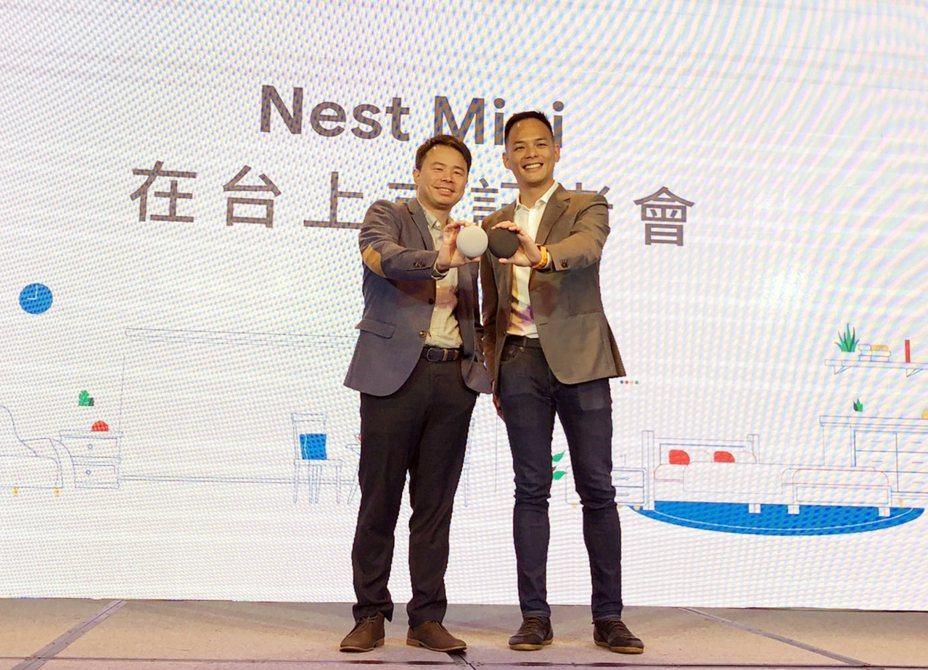 台灣大哥大總經理林之晨(右)26日宣布攜手Google合作智慧音箱Nest Mini中文版,力拚後發先至。中央社
