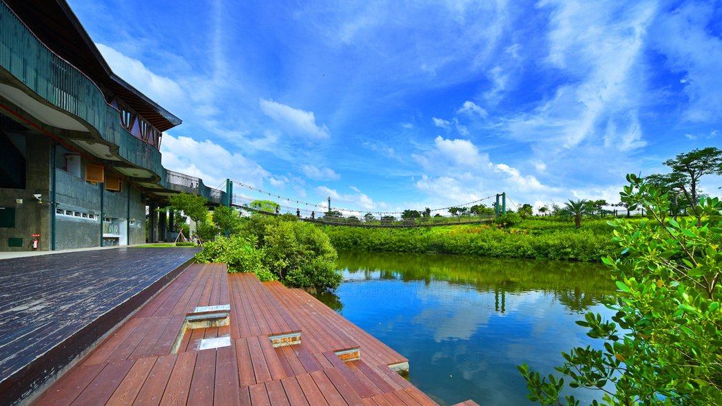 美術濕地公園曾奪下2012全球卓越建設獎環境復育類首獎,在市中心都會區也 能享受...