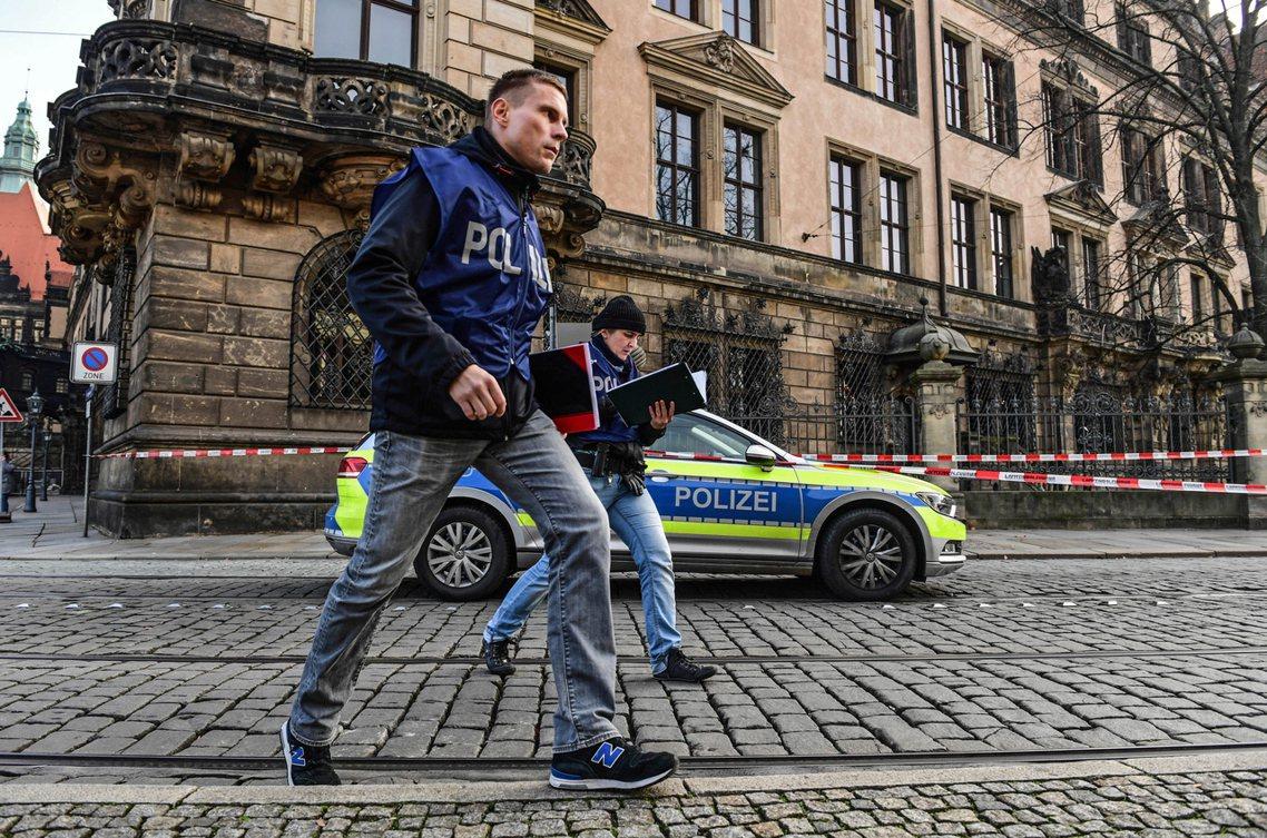德勒斯登已成立特別調查小組,全力捉拿在逃的2名關鍵竊賊。 圖/歐新社