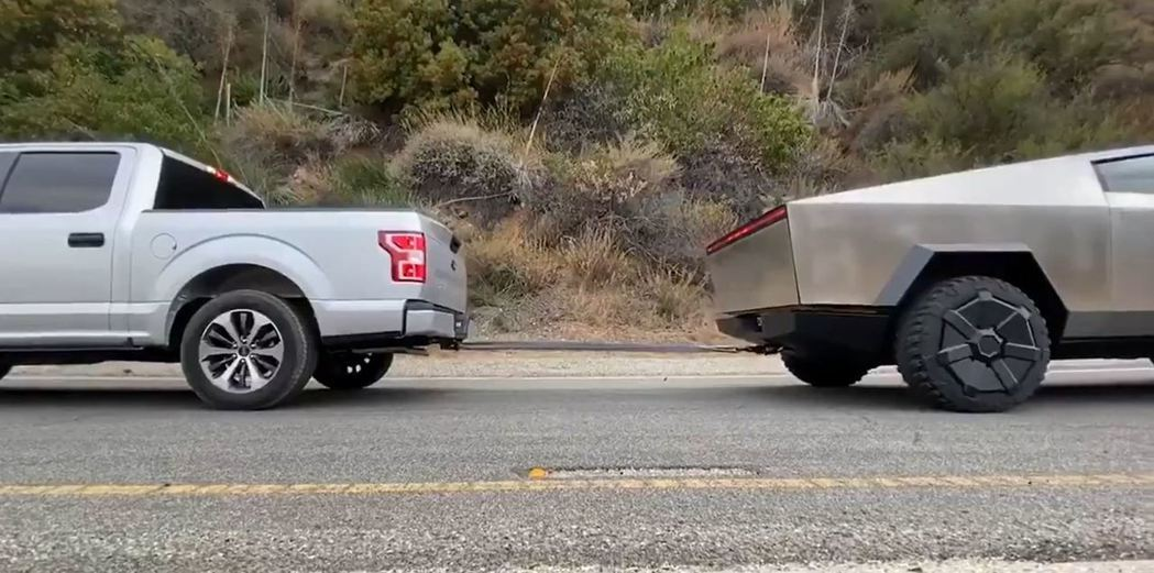 Ford F150 vs Tesla Cybertruck。 摘自Twitter...