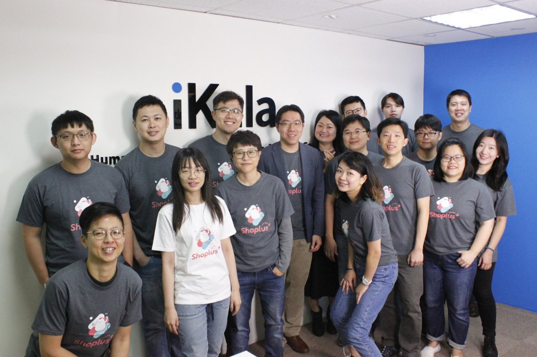 獲得「最佳AI應用」金獎及「數位技術類」年度類別大獎的Shoplus團隊。 iK...
