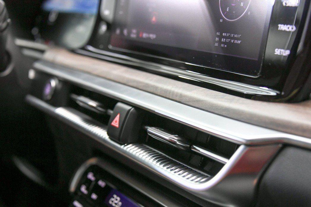 第三代Kia K5冷氣出風口轉為簡約風格的設計。 摘自Kia