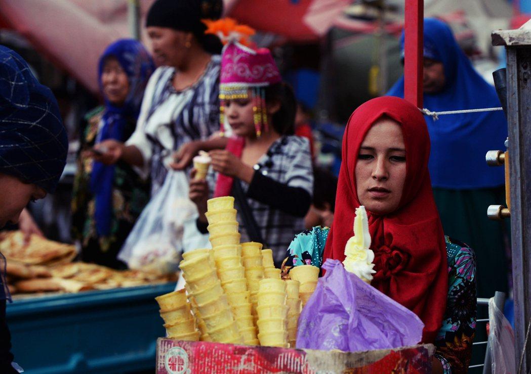 圖為吐魯番市的街頭。吐魯番文件所呈現出的互動景象,很可能是新疆各地區中,相對溫和...