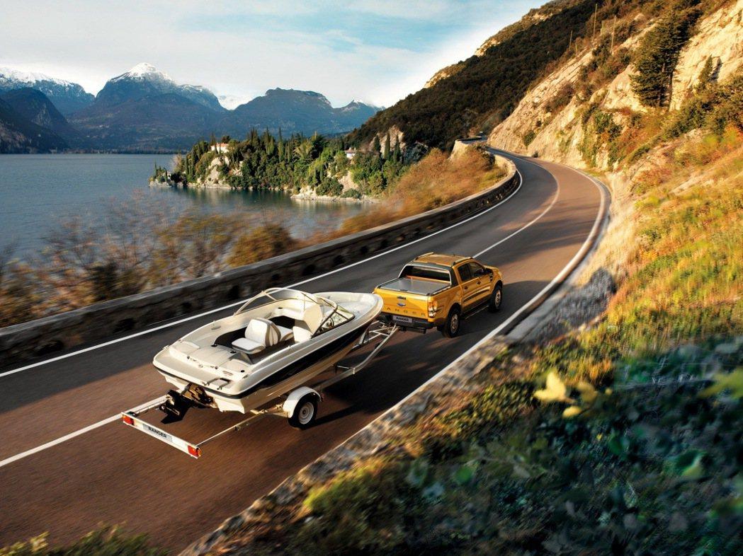Ford Ranger 擁有包含拖曳模組、美式車斗高頂等,多元豐富的原廠選配套件...