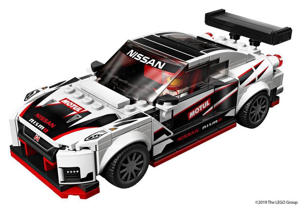 GT-R Nismo的全新盒組擁有車貼、賽車款黑白Motul塗裝及經典的GT-R...