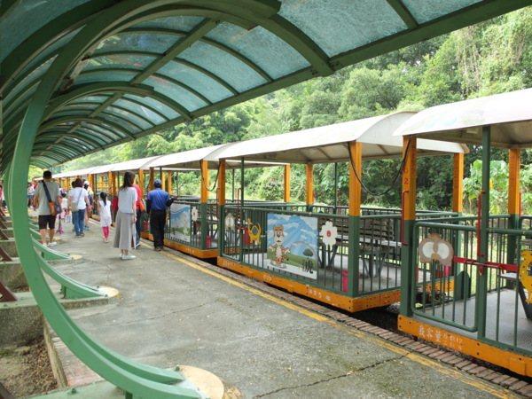 充滿懷舊與知性的五分車鐵道之旅來回大約50分鐘,會返回烏樹林車站,但是是在不同月台停靠下車,以步行的方式穿過「台灣糖業鐵道文化博物館」,剛好可以順道逛逛園區。