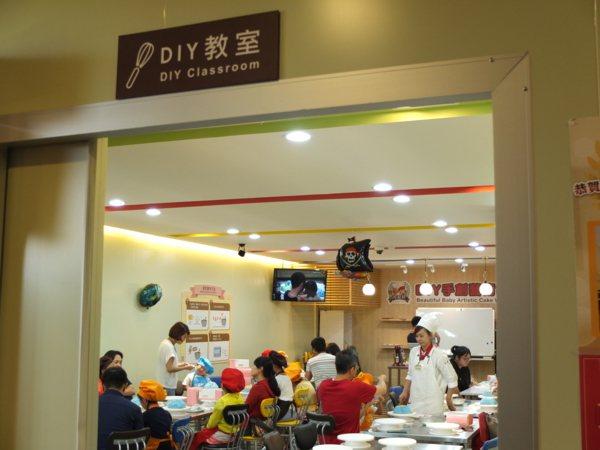 可以帶小朋友來「彼緹娃」的蛋糕DIY教室體驗一下喔!會有專業的老師現場教學。