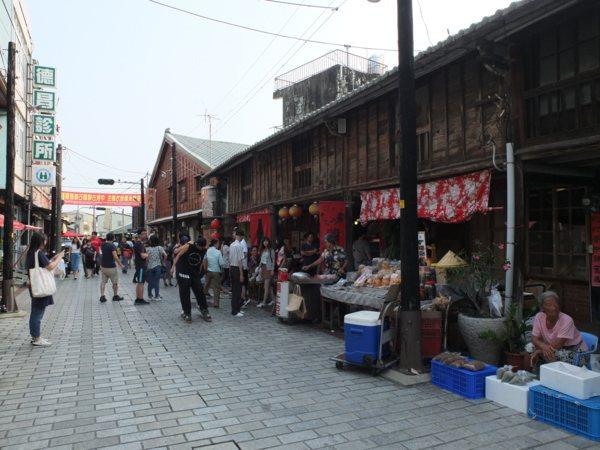 以前又叫嫁妝街的「菁寮老街」維持著古色古香的舊時景觀,不光商家、名特產,連在地人物都是菁寮老街商圈的核心靈魂。