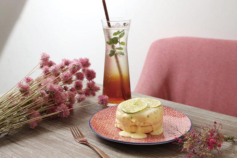 檸檬巴特140元(前) /鬆餅淋上法式檸檬奶油,酸甜好吃。梅子酵素氣泡飲120元...