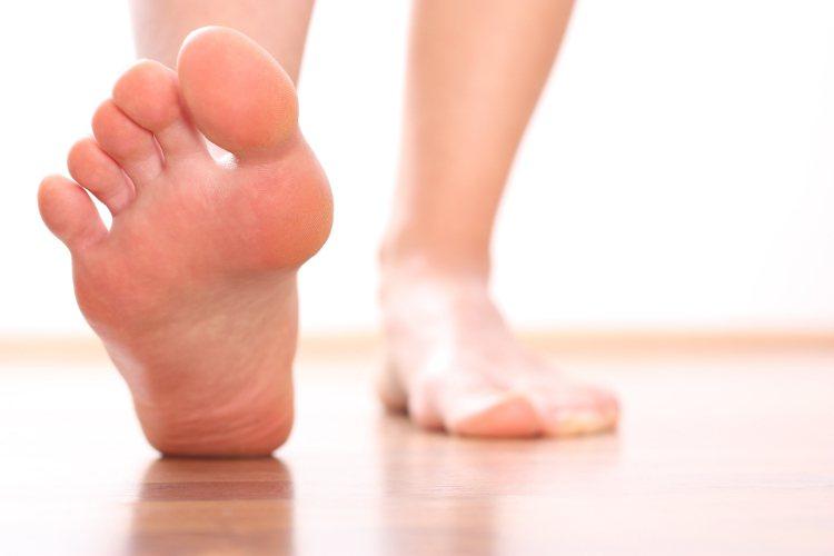 每天早上起床,腳一踩地,足跟就會出現劇烈的刺痛感?圖/常春提供