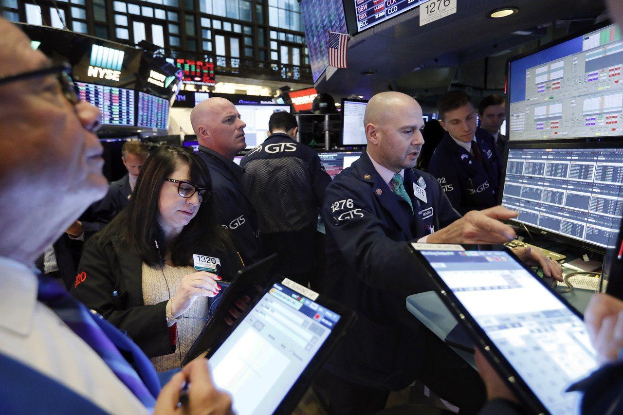 受貿易樂觀情緒激勵,美股三大指數周一同創收盤新高。美聯社