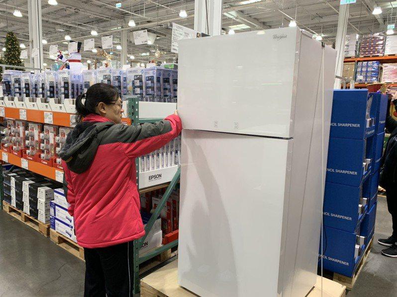 「惠而浦 521公升玻璃鏡面雙門冰箱」特價19,199元。記者徐力剛/攝影
