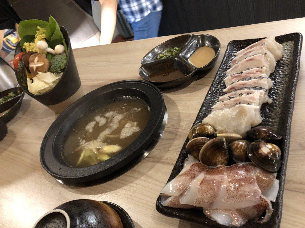 傅治國說,「黑食堂」鍋物主打精緻、高品質,牛肉採美國Prime等級、豬肉則是伊比...
