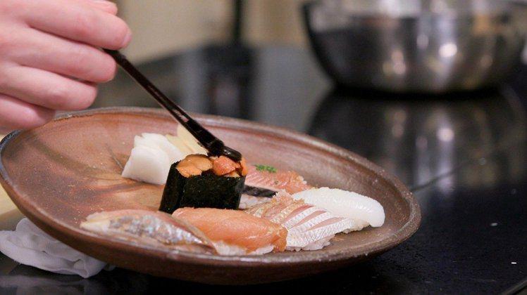 《東京米其林指南》具有代表性的兩家摘下三星的壽司店,今年不在榜單上。圖/udn ...