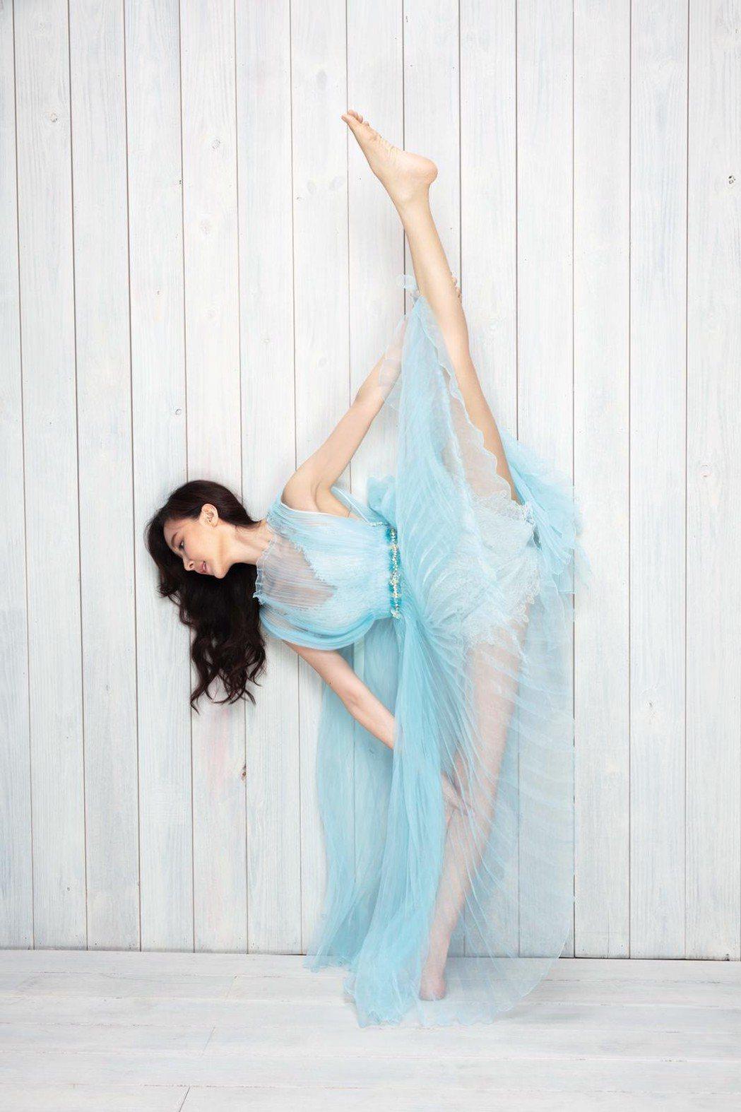 蕭薔展現驚人的柔軟身段   圖/珍世美學提供