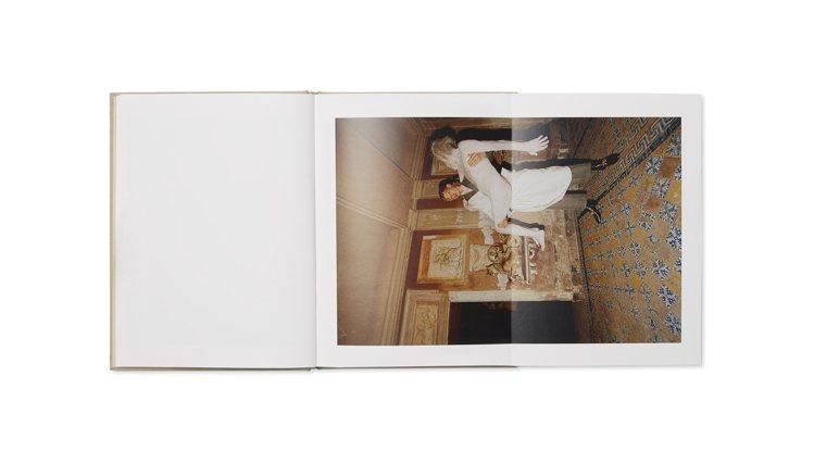 Gucci攜手希臘攝影師Yorgos Lanthimos,以2020早春系列為主...