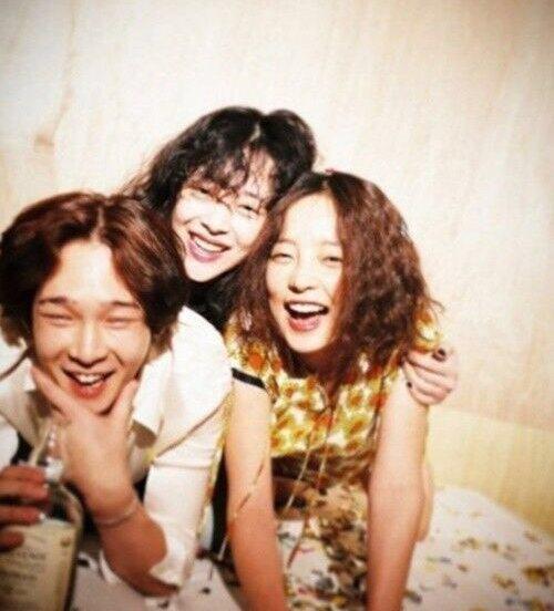 南太鉉公開與具荷拉、雪莉的合照。圖/摘自推特