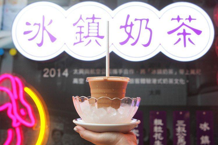 太興以隔杯冰鎮的「冰鎮奶茶」最為招牌,每杯88元。記者陳睿中/攝影