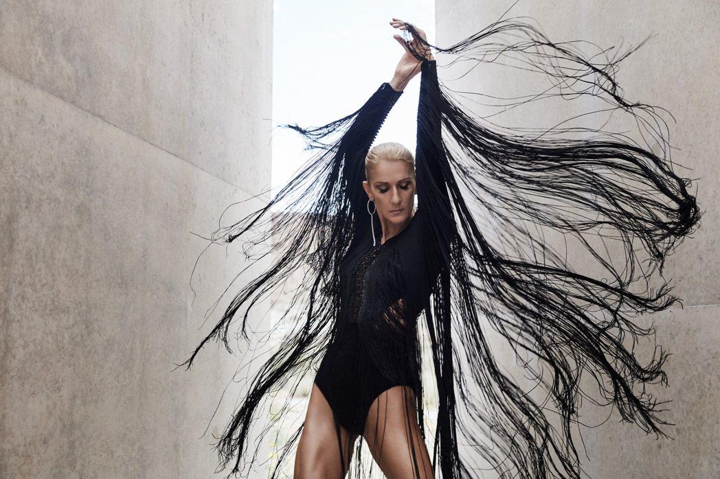 席琳狄翁在新專輯中有不同的演出。圖/Sony Music 提供