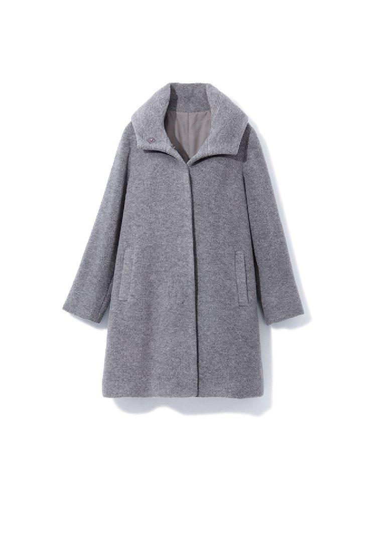 GINKOO簡約綁帶大衣原價15,800元,特價7,900元。圖/新光三越提供