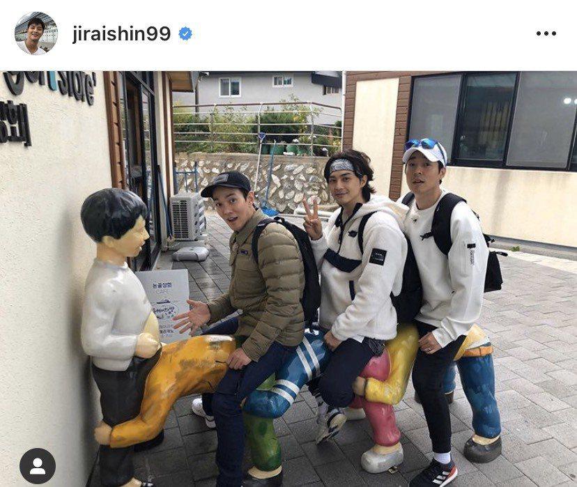 李奎翰(左起)、金智勳(中)在演出「富家公子」後,再度合作「Walking Ma...