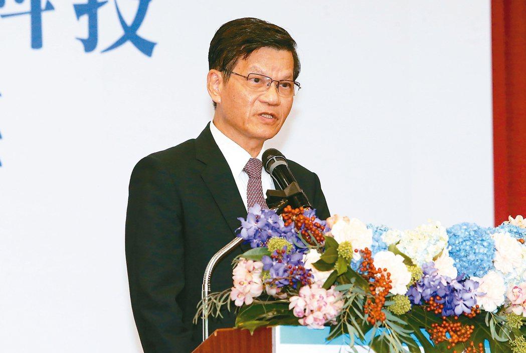 生策會第六屆會長昨天進行改選,由中研院前院長翁啟惠擔任會長。 記者胡經周/攝影