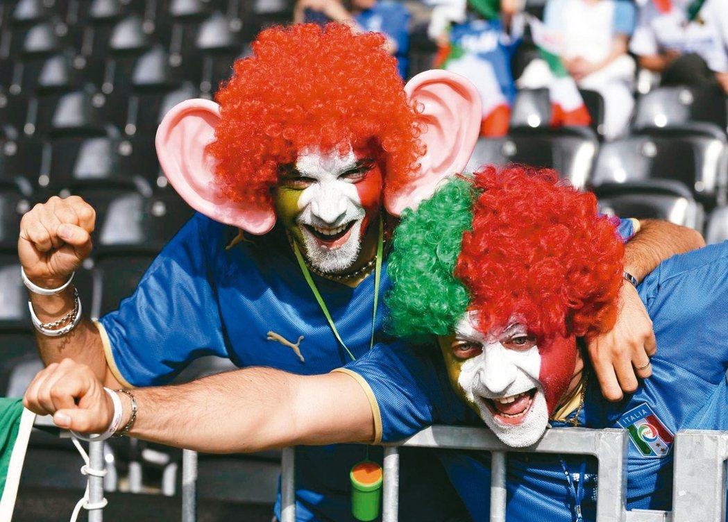 台師大教育學院跨23國研究發現,義大利人最幽默,台灣則排第15名。圖為義大利球迷...