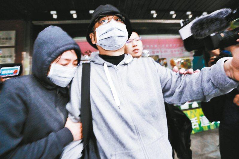 「中國創新投資公司」董事會主席兼行政總裁向心(右)、向妻龔青(左)上午遭檢方二度傳喚,訊問1個小時又45分後請回。 記者曾原信/攝影