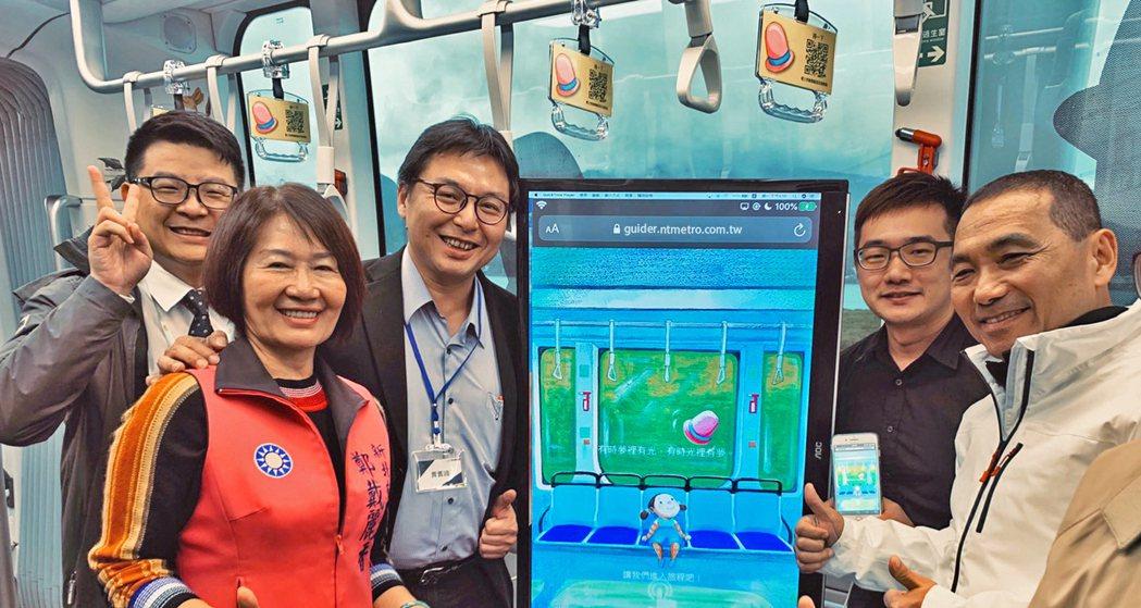 淡海輕軌導覽系統於11月25日正式發表,新北市長侯友宜(右一)、接力棒有限公司執...