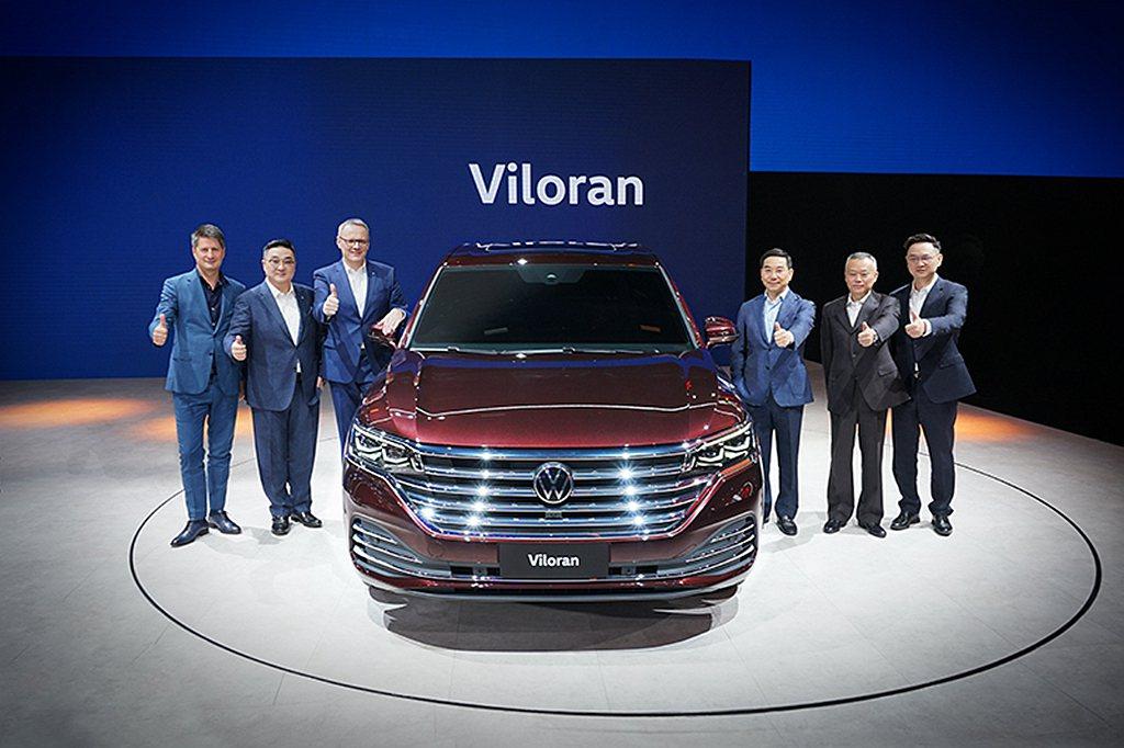 第17屆廣州車展上,合資車廠上汽大眾發表品牌最大、最長也是最舒適的全尺寸MPV:...