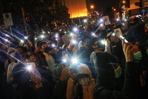 後已無退路:香港泛民大勝之後,能否撼動中共?