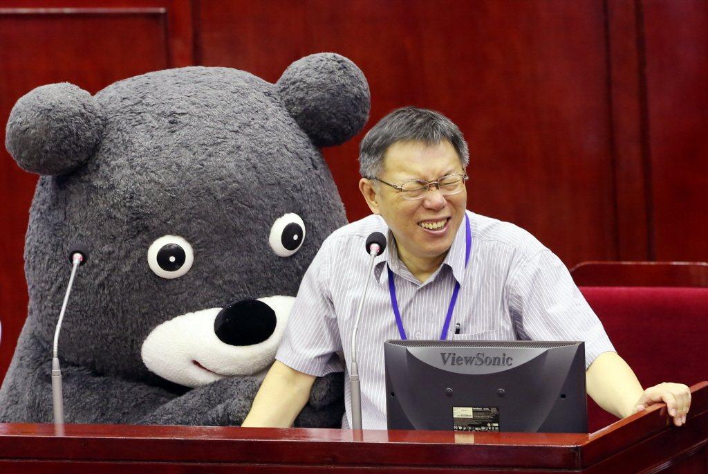 台北市長柯文哲大笑。本報資料照