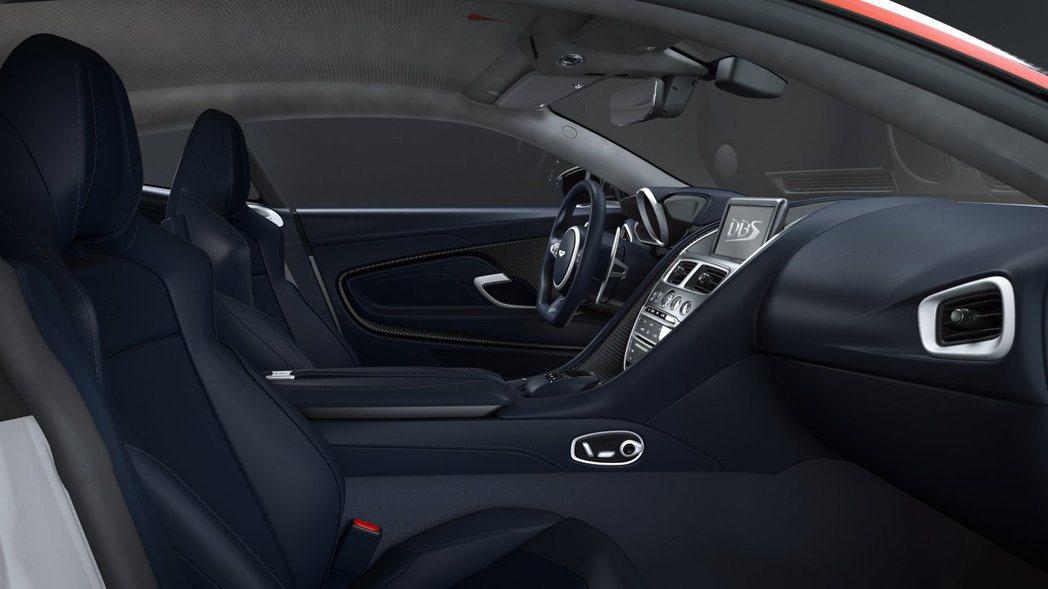 Alcantara材質的頂棚繡有協和號產生音爆的圖騰。 摘自Aston Mart...