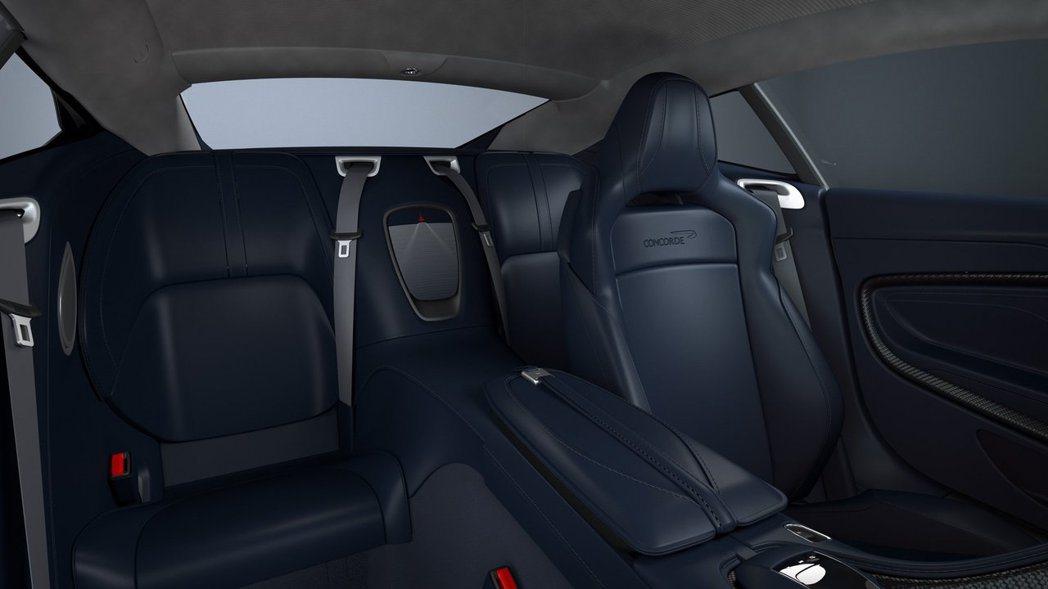 後座中央扶手的位置同樣繡有協和號產生音爆的圖騰。 摘自Aston Martin