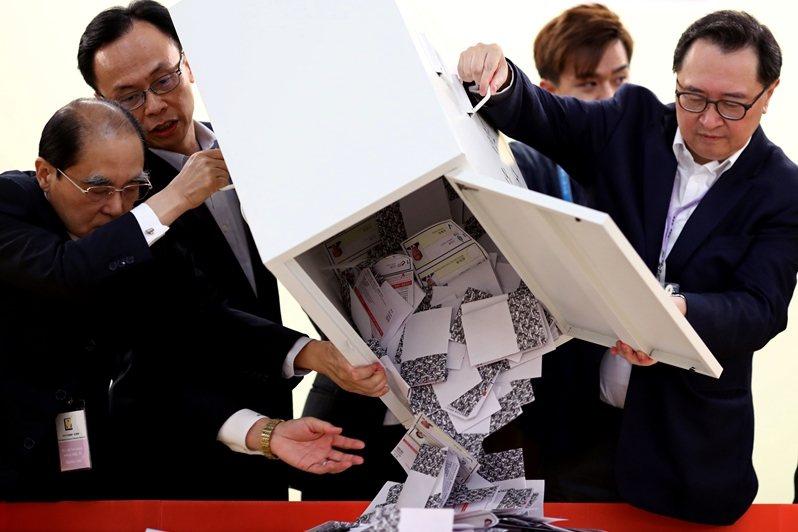 圖為九龍塘開票現場,攝於11月24日,香港。 圖/路透社