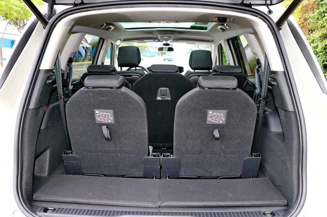 全車共有7張獨立座椅可以使用。 記者陳威任/攝影