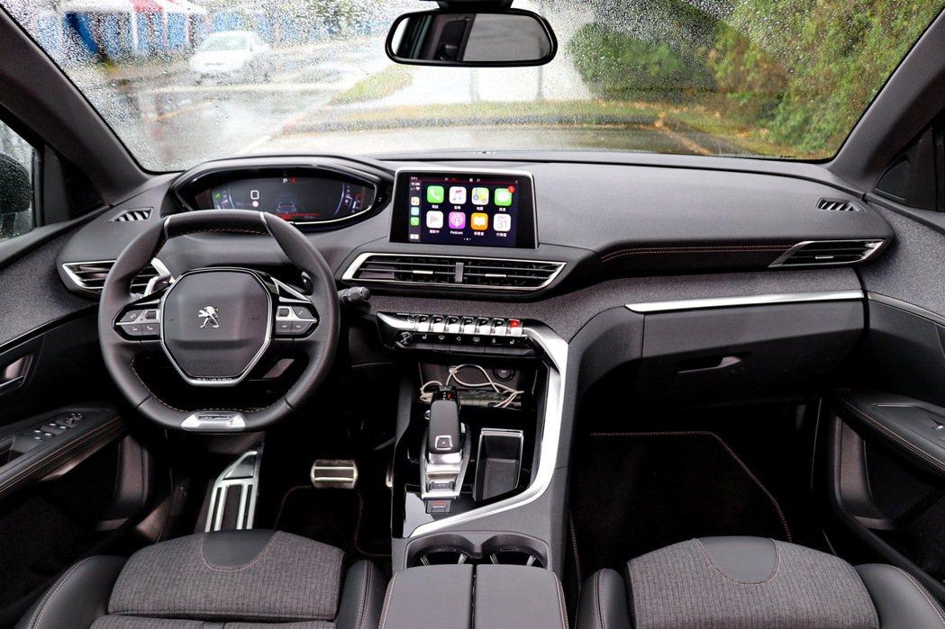內裝採用第二代PEUGEOT i-Cockpit直覺式駕駛導向操作介面。 記者陳...