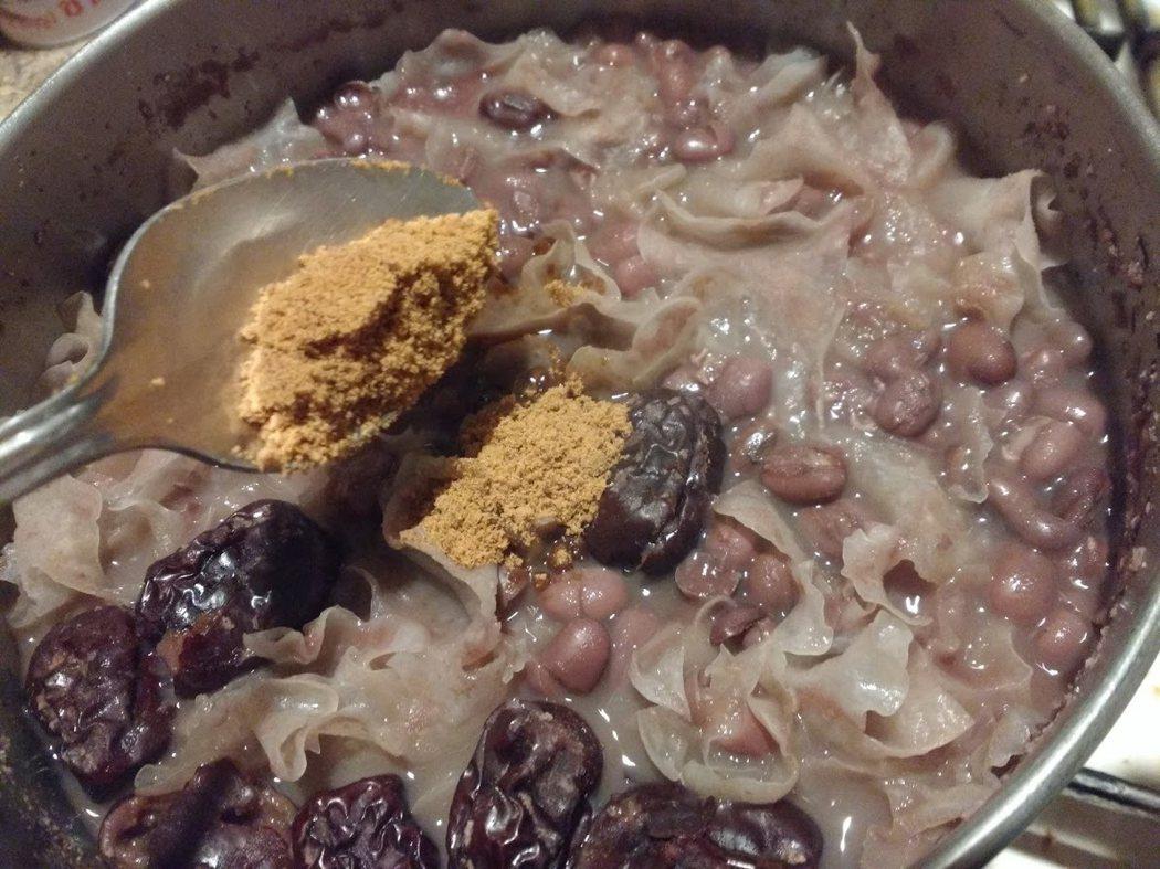 圖文:美國番媽/食譜/黑糖紅棗銀耳紅豆湯
