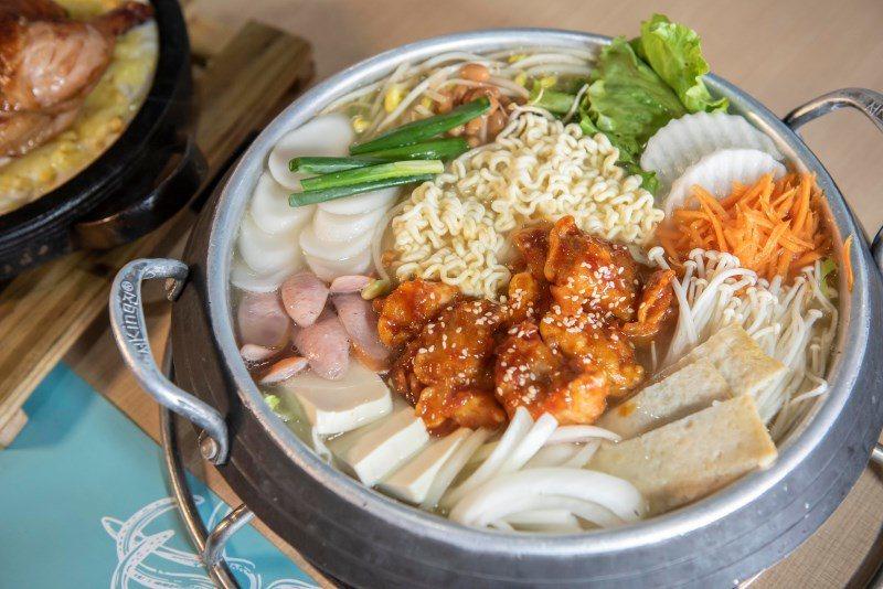 ▲韓式炸雞部隊鍋