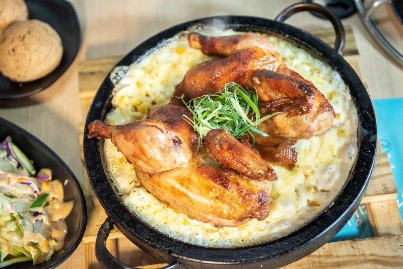 ▲此次選擇主餐A的玉米起司鍋巴烤雞來嚐鮮。