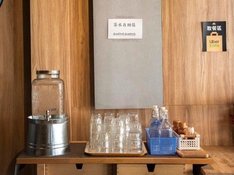 ▲O八韓食無收取服務費,一旁有放置茶水區提供給需要的朋友取用。