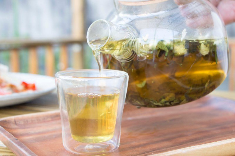 ▲貼心使用雙層杯,讓熱泡花茶不會燙手。