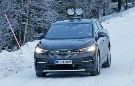 偽裝成Opel 車款的Volkswagen ID.4 還是被認了出來