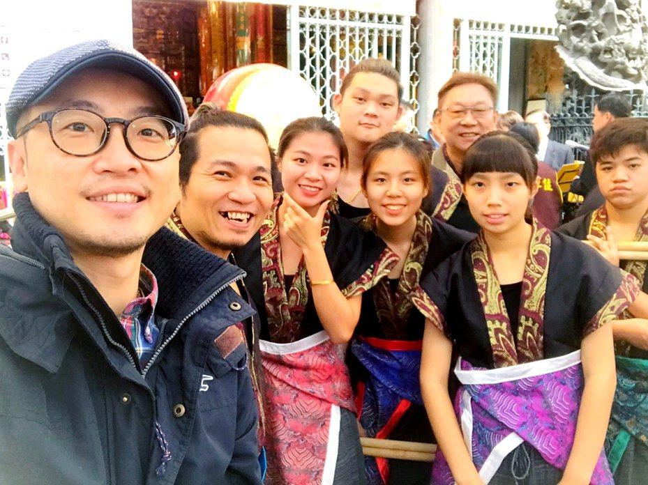 「心鼓坊」是由瑞芳在地人組成的鼓團,受邀在台北龍山寺280週年做開場表演,用特色鼓藝展現瑞芳之光。 圖/觀天下有線電視提供